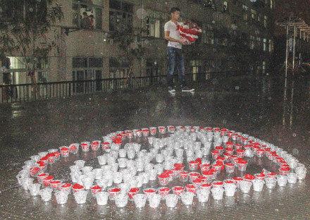 武汉高校女孩冒女生40分钟打动求爱男生(暴雨棉签组图图片