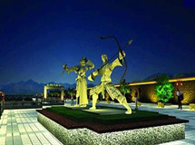第09期:襄阳投百万建郭靖黄蓉雕像