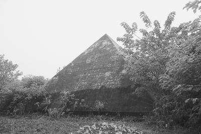 """武汉荒丛中发现""""金字塔"""" 与埃及金字塔纬度相近"""