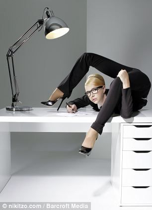 俄罗斯美女精彩办公室另类照