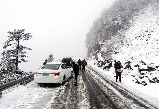 鄂西北降下湖北首场雪