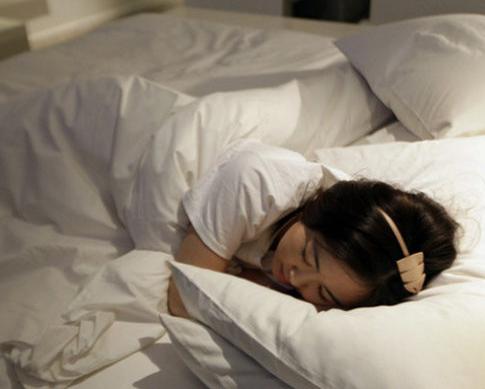 美女试睡员