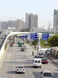 400米路5个路口没有红绿灯人行道 高清图片