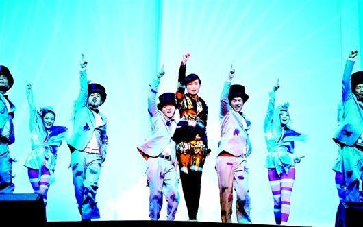 图为:昨晚,本报独家协办的李宇春演唱会在武汉体育中心上演 (记者严斯林摄)