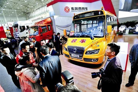 图为:东风生产的新型校车