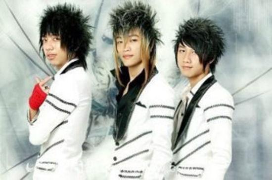 HKT组合用越南语翻唱了《错错错》,这首歌的原唱是台湾偶像团体五月天。