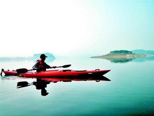 周末去周边体验独木舟