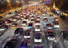 哈尔滨持续降雪导致交通拥堵