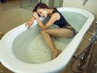 曹阳浴室写真曝光 上演性感湿身诱惑