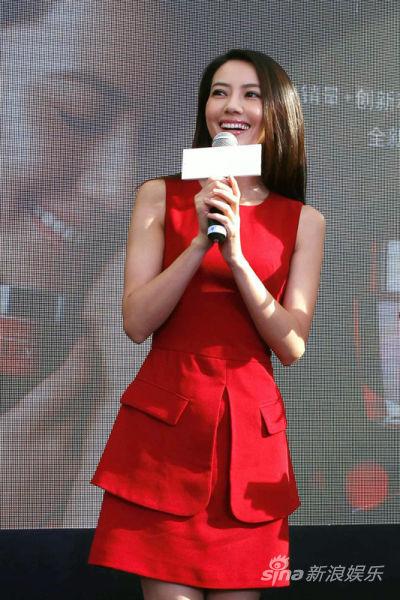 高圆圆红色连衣裙搭配鞋