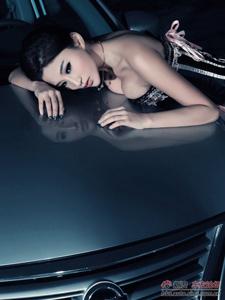 美女模特车内惹火写真