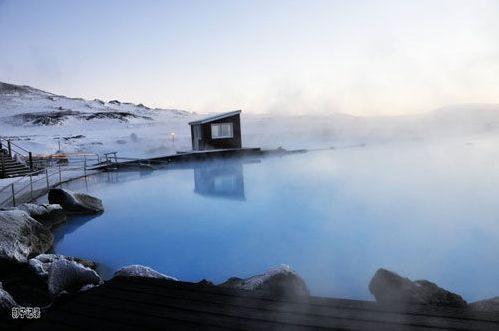 冰岛温泉诱惑 枕着火山口泡鸳鸯浴