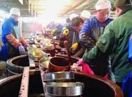镇江市民凌晨4点排队打酱油 第1天抢走48吨