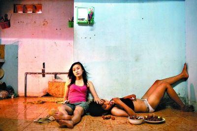 越南摄影师Maika Elan作品《粉红选择》获当代热点类组照一等奖