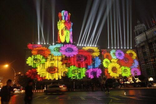 昨晚10点,江汉关首次上演灯光秀。