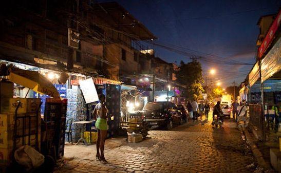 """夜探巴西最大胆的红灯区 """"失足女""""街头揽客"""