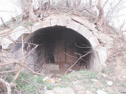 图为:墓穴全貌 见习记者丁楚风摄