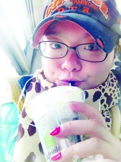 """王晴以前向往着有车生活,而如今,放弃开车的她成了""""BM""""一族。"""