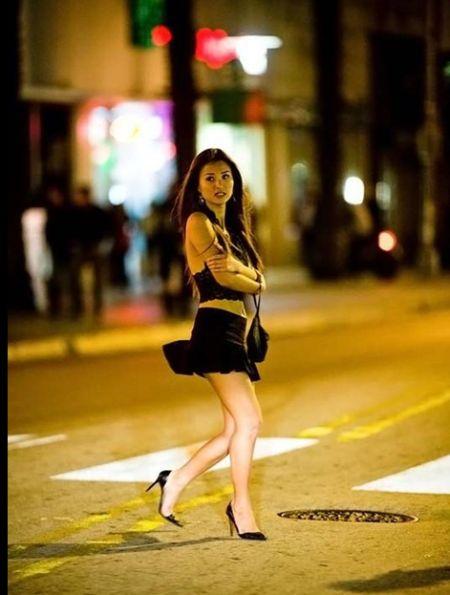 实拍迈阿密红灯区少女放荡夜生活