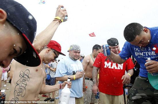 美国大学生的春假派对 饮酒狂欢