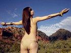 组图:日本女星裸上身亲近自然 湿身真空秀美乳