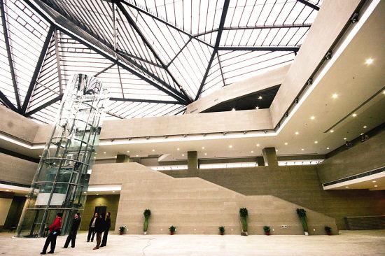 南京西路,背靠人民广场与上海博物馆,上海大剧院,上海城市规划展示馆图片