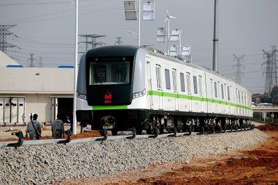 昨天,地铁四号线首列列车到汉。记者金思柳 摄