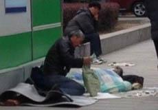 """【第165期】街头""""表演乞讨""""伤了谁的心?"""