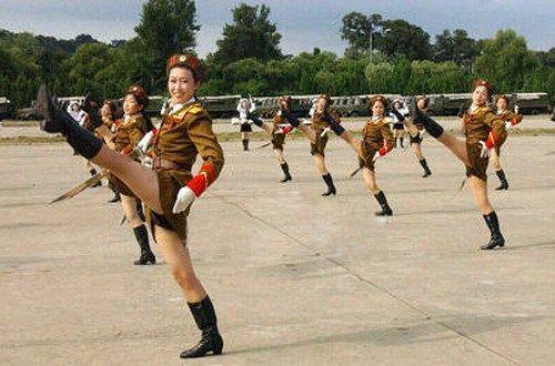 腿长人白的朝鲜自然美女