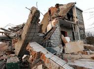 南京六合夫妻俩拆房 丈夫被2吨重门头砸死