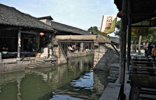"""寺桥,建于元代,又名""""安普桥"""",俗称""""寺桥"""",为石梁桥"""