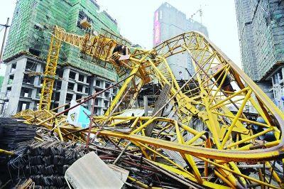塔吊倒塌现场 记者刘斌 摄