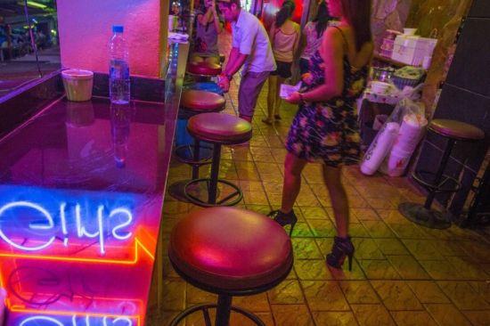 泰国红灯区的夜生活 性感妖娆夜色撩人
