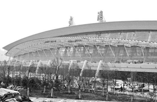 图为:天河机场T3航站楼施工近景