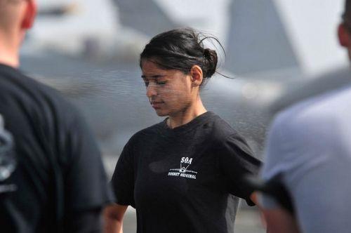 比男人还强的女人 揭秘美国女兵真实生活