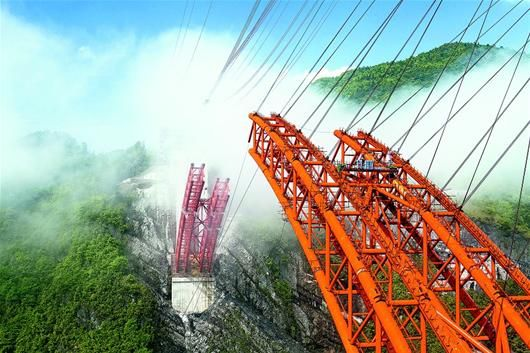 武陵山试验区内的龙桥特大桥 预计今年6月中旬合龙
