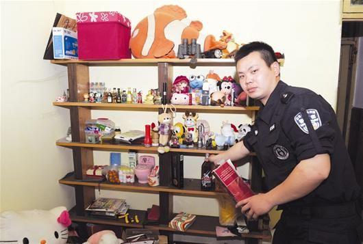 嫌疑人杨某陈列赃物的柜子