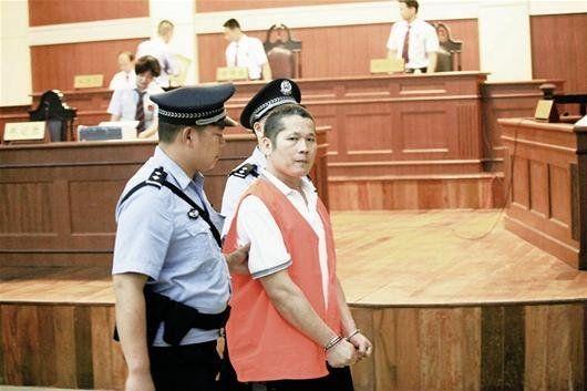袁丹平在法庭上