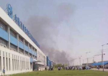 沈阳桃仙机场附近一架小飞机坠毁 伤亡不明