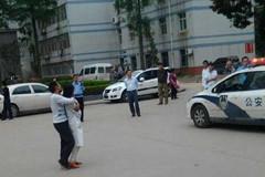 武汉一大学生骑车撞人后劫持女医生