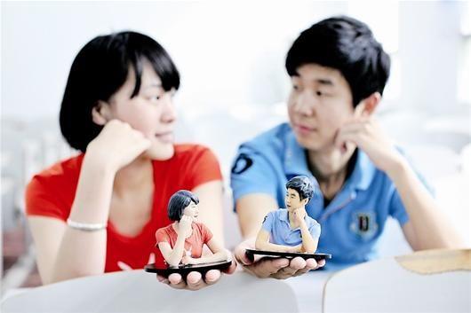 图为:3D记梦照相馆打印的情侣照