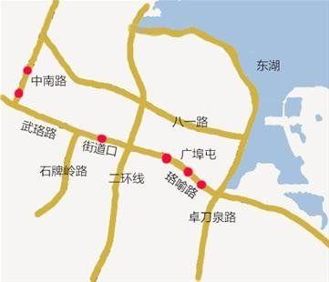 图为:红点处为即将拆除的六座临时人行天桥 制图/邬雪婷