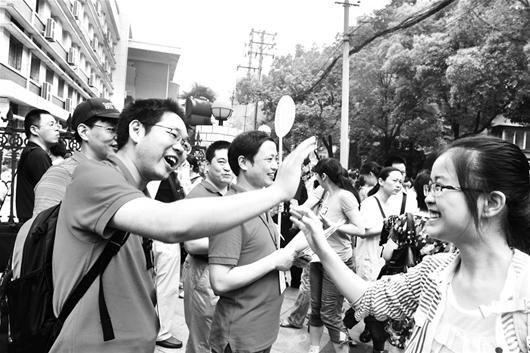 图为:高考,加油!(资料图片) (记者刘蔚丹摄)