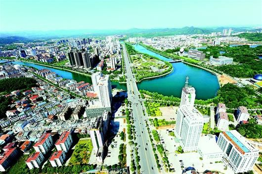 图为:咸宁城区鸟瞰。(黄胜摄)