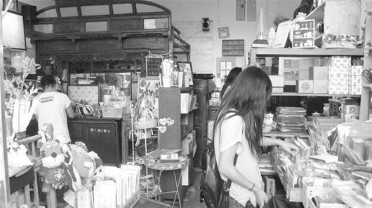 探店:江苏帅哥华师文化街开杂货铺 快乐又赚钱