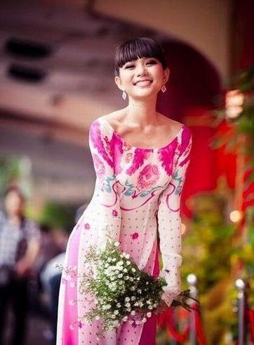 越南街头美艳动人的90后少女