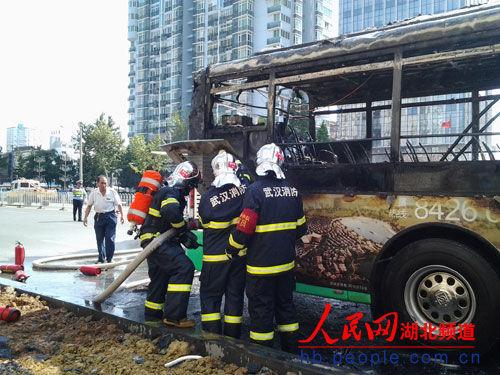 车辆自燃后被烧成空壳