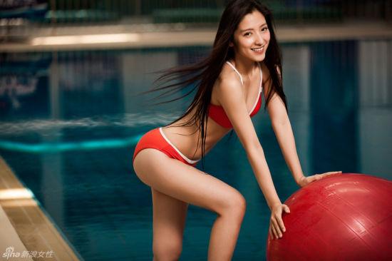 素颜女神潘辰突破尺度 唯美泳装演绎湿身诱惑