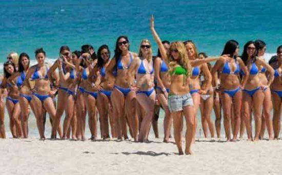 单身人士马上就可以和沙滩上的美女帅哥打成一片