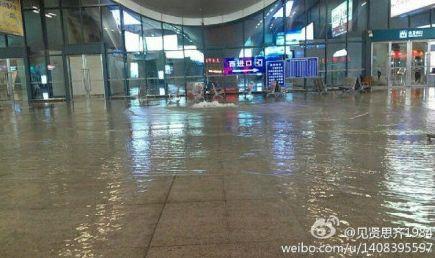 图为武汉火车站站内景象。图片来源于微博。